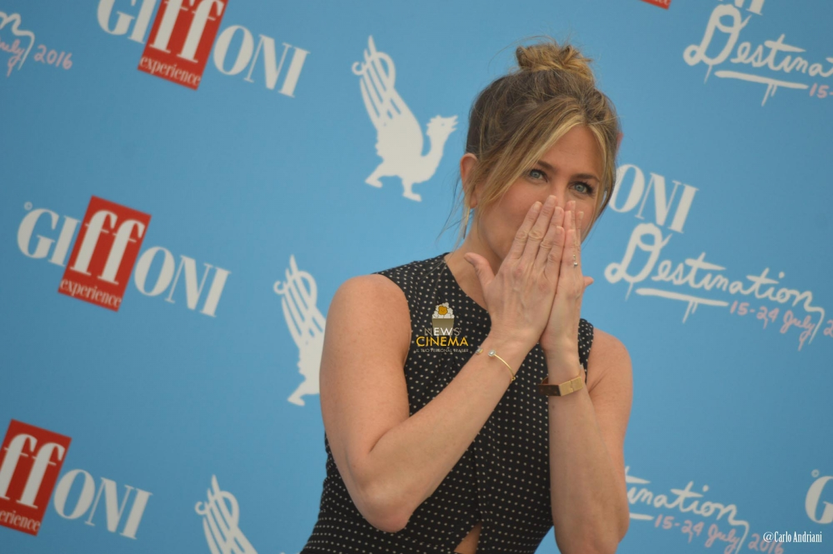 Jennifer Aniston bacio