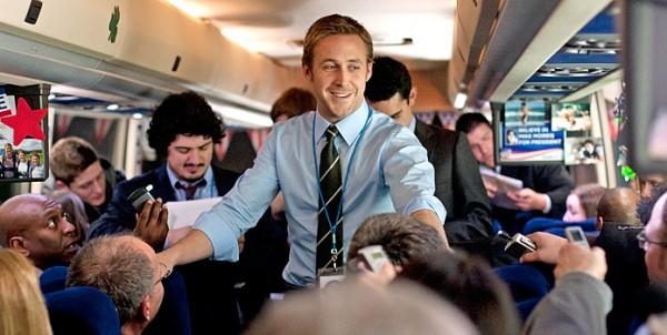 un-sorridente-ryan-gosling-impegnato-nella-campagna-elettorale-in-le-idi-di-marzo-210286