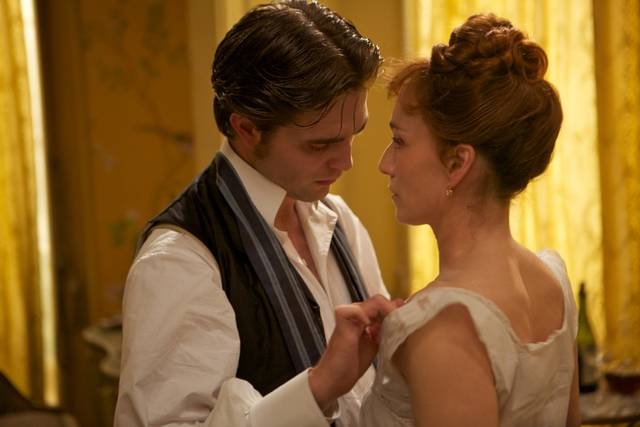 bel-ami-robert-pattinson-kristin-scott-thomas-foto-dal-film-4_mid