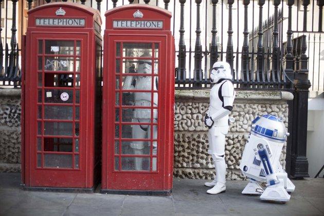 Alta-2846915-Darth-Vader-Stormtroopers-R2-D2-jpg_142033