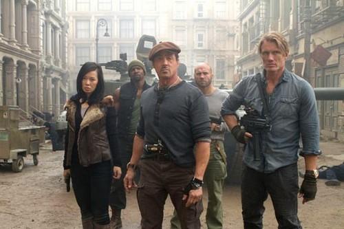I-Mercenari-2-Il-dittatore-Neighborhood-Watch-Magic-Mike-Ribelle-The-Brave-Le-5-leggende-nuove-immagini-7