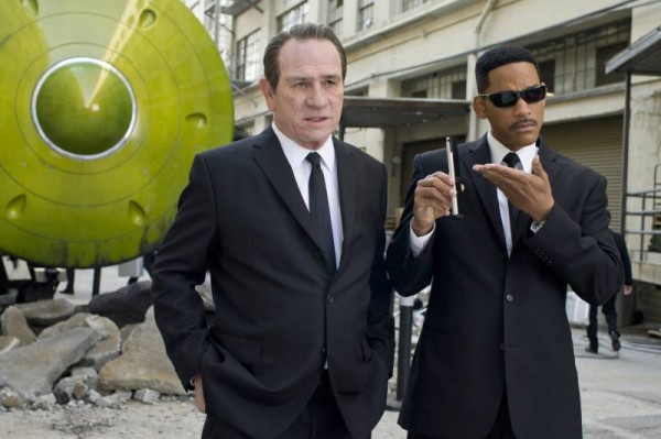 men-in-black-3-tommy-lee-jones-will-smith-movie-image-600x399