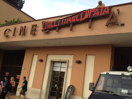 Cinecitta-occupata-la-facciata-4-luglio-2012_full