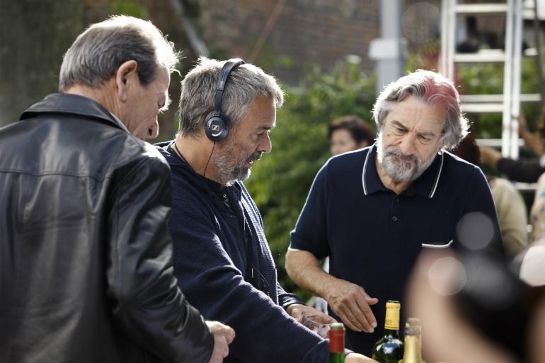 MALAVITA-Luc-Besson+Robert-De-Niro