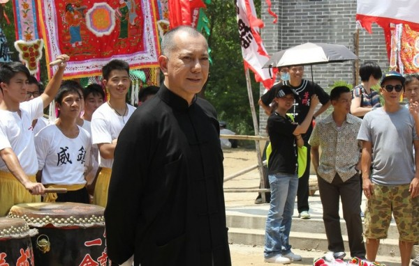 Anthony-Wong-on-the-set-of-Ip-Man-The-Final-Fight-2013-Movie-Image-600x382