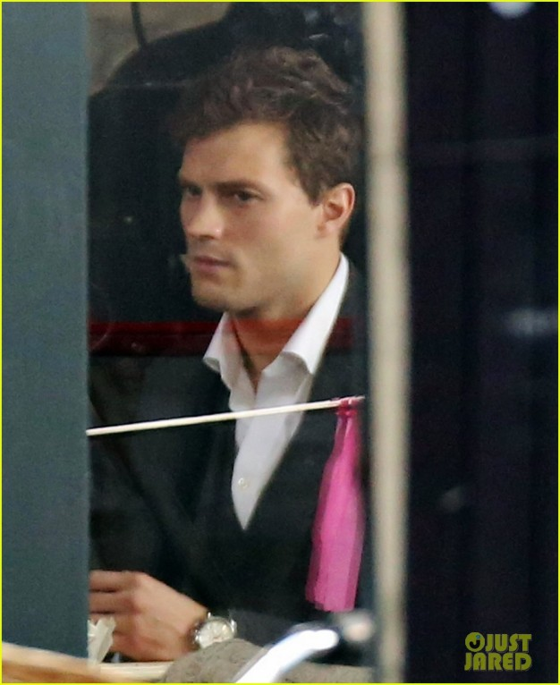 2jamie-dornan-filming-fifty-shades-of-grey-first-photos-on-set-14-626x766