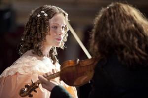 il-violinista-del-diavolo-david-garrett-con-andrea-deck-in-una-scena-del-film-298661