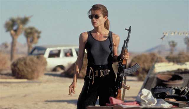 Per il secondo film della saga, Linda Hamilton si è fisicamente trasformata in una eroina d'azione credibile come Sarah Connor è diventata un guerriero nel suo pieno ruolo. Sarah è una dura in Terminator 2, e diventa anche un ruolo iconico.