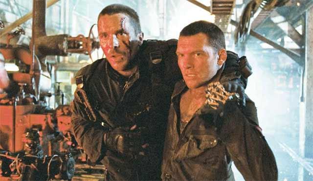 Terminator Salvation doveva diventare il primo di una nuova trilogia di film di Terminator. Ma non ci è riuscito. Diretto da McG (alias Joseph McGinty Nichol), Terminator Salvation è ambientato nel mondo del futuro intravisto nei film precedenti quando Skynet ha tentato di eliminare John Connor e Kyle Reese. Questo è stato anche il primo film di Terminator in cui Arnold Schwarzenegger non recita, ma il suo volto e la somiglianza sono stati utilizzati per un T-800 alla fine del film. Come originariamente concepito, Terminator Salvation non ha avuto un grande ruolo per John Connor. Le cose sono cambiate quando Christian Bale ha detto a McG che voleva fare John nel film.