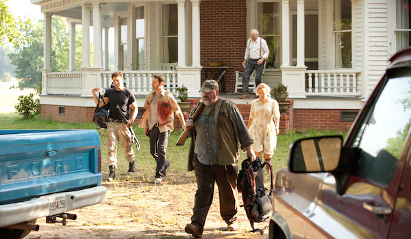 (L-R) Shane Walsh (Jon Bernthal), Rick Grimes (Andrew Lincoln), Otis (Pruitt Taylor Vince), Patricia (Jane McNeill) and Hershel Greene (Scott Wilson) - The Walking Dead - Season 2, Episode 2 - Photo Credit: Bob Mahoney/AMC - TWD_202_0705_0066