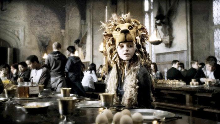 Evanna Lynch in una scena di Harry Potter 5