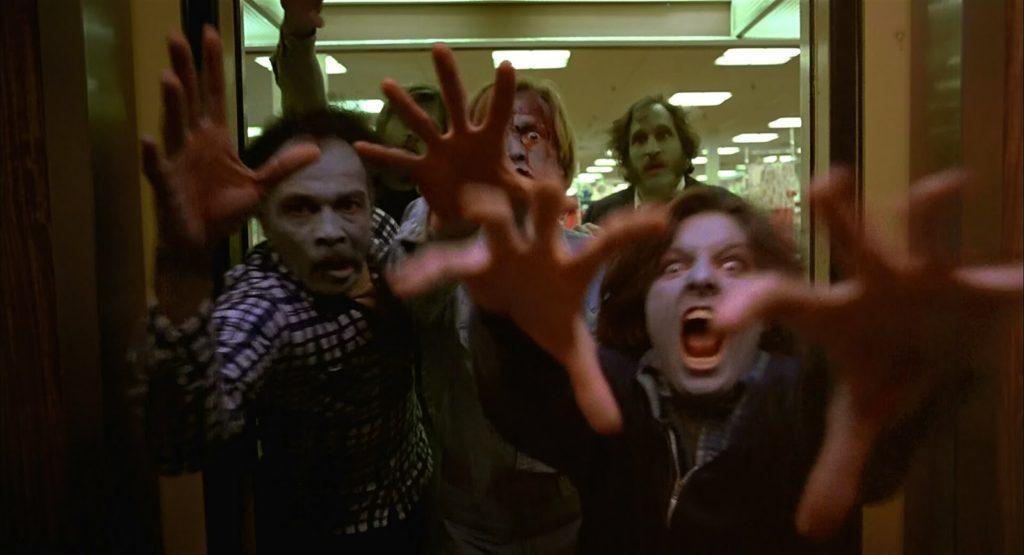 Una terrificante scena di Zombi di George Romero
