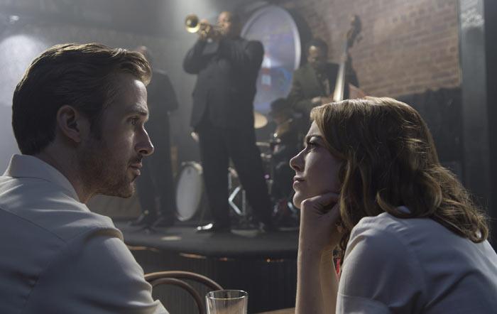 Emma Stone e Ryan Gosling in La La Land, film di apertura a Venezia 73