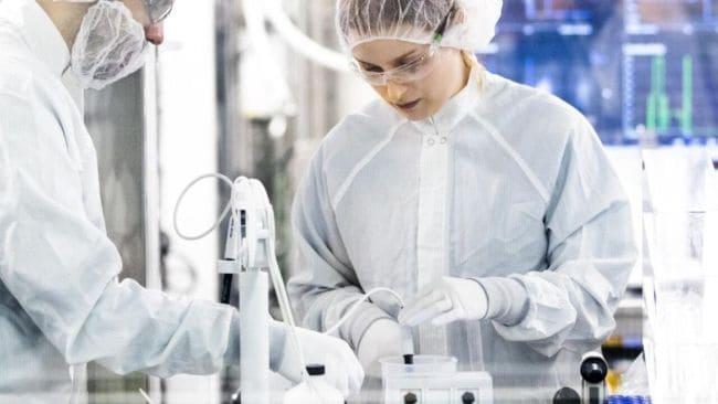 scienziati al lavoro per il vaccino 1